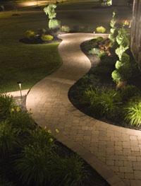 Уютната и живописна градина е любимо място за почивка и източник на гордост за собствениците.